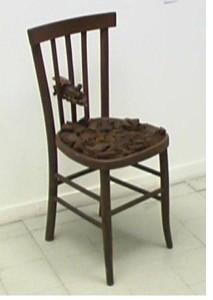 PESSIMO STATO Assemblaggio su sedia