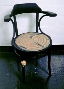 ZEUS tecnica mista su sedia